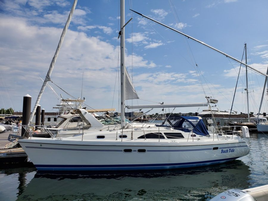 SOLD! 38′ (11.58m) 2005 CATALINA